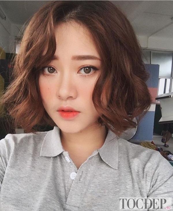 Tóc mái dài cho khuôn mặt tròn