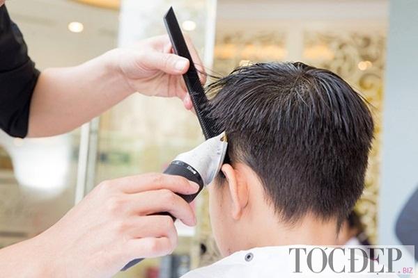 cắt tóc thường xuyên