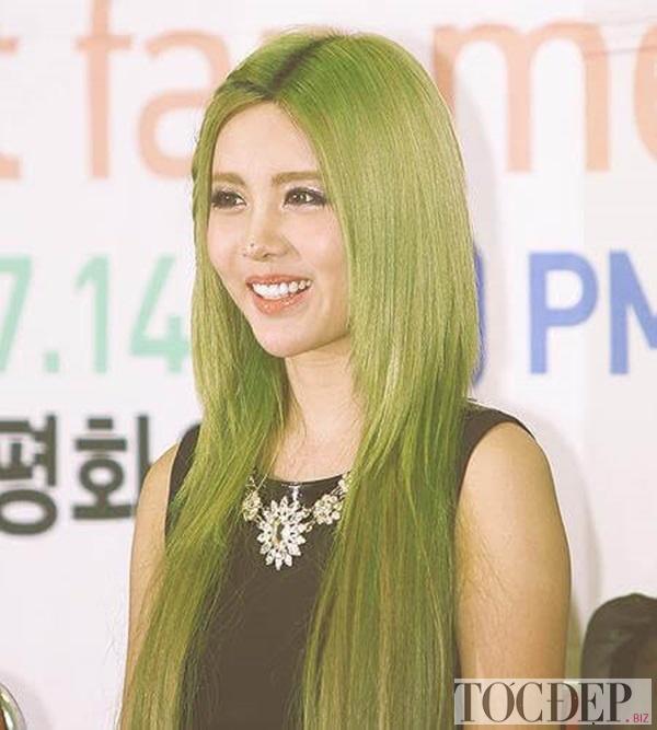 tóc màu nâu rêu xanh