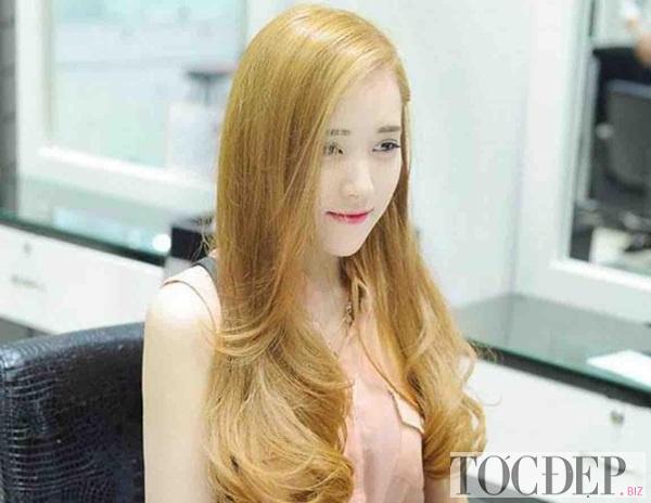 tóc nhuộm màu vàng