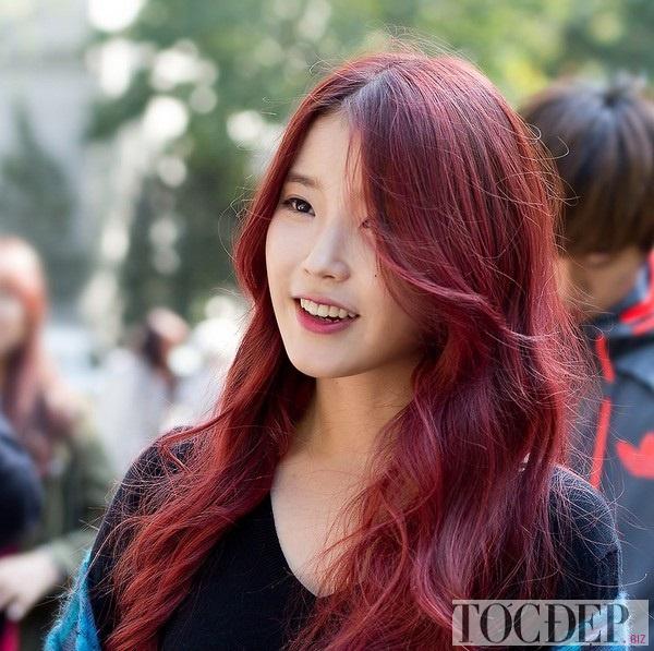 nhuộm tóc màu tím đỏ