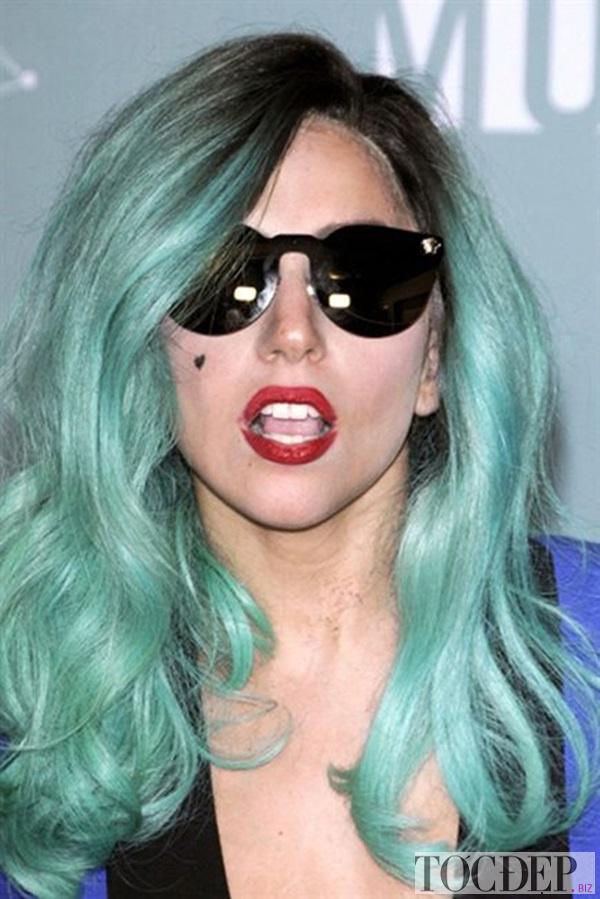 nhuộm tóc màu xanh ngọc
