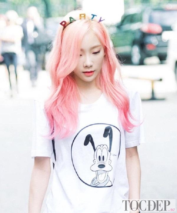 tóc nhuộm vàng hồng
