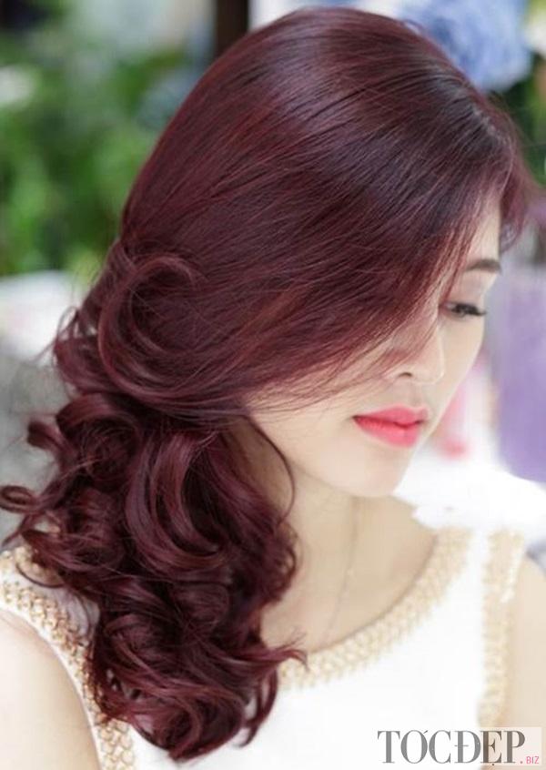 màu tóc đỏ ánh tím