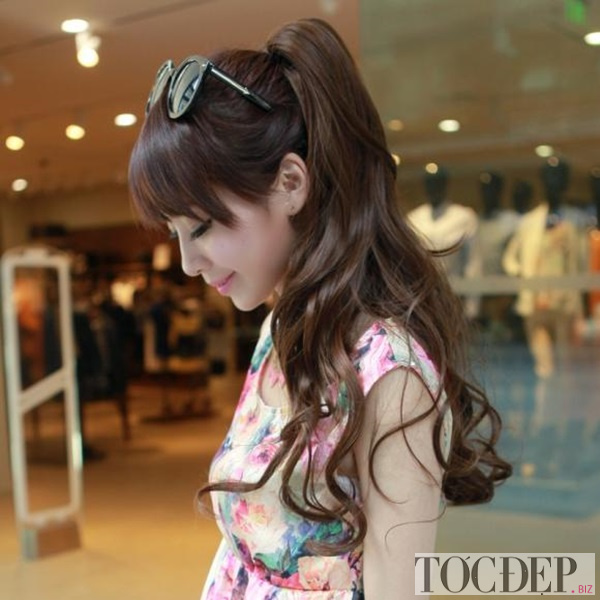 tóc xoăn dài buộc cao