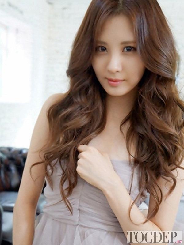 tóc xoăn dài cho khuôn mặt trái xoan
