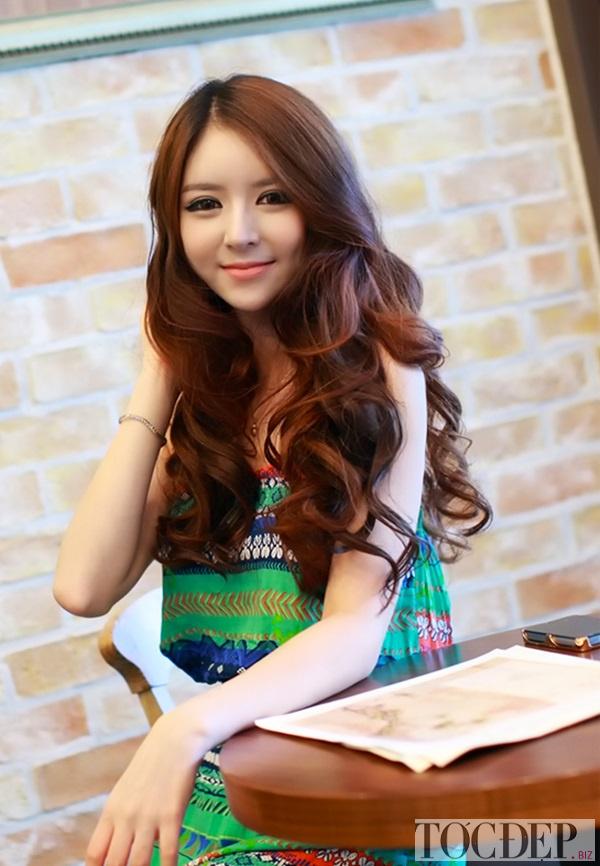 tóc xoăn dài mặt trái xoan