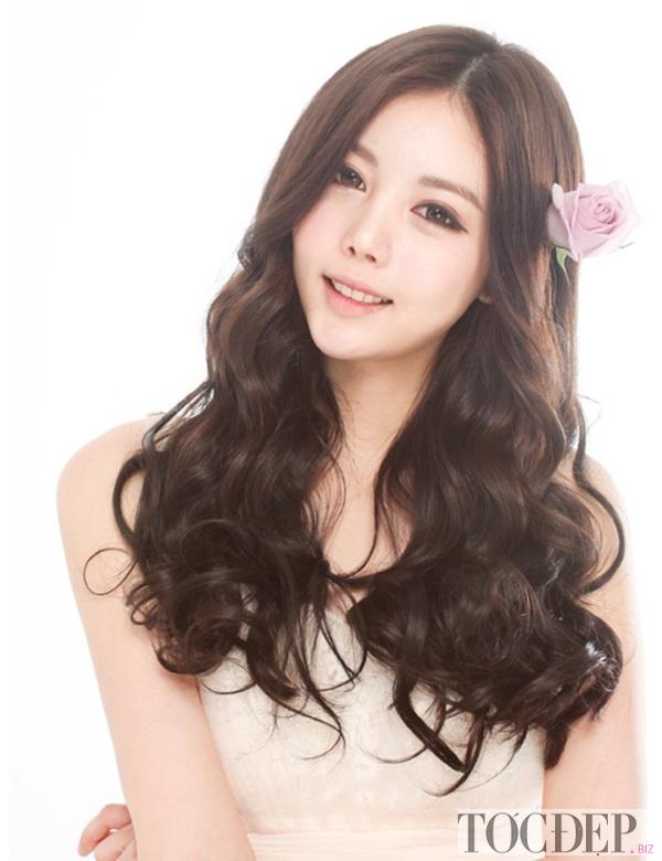 tóc xoăn dài cho mặt dài