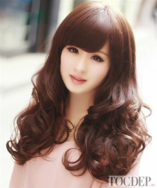 tóc xoăn dài cho mặt tròn